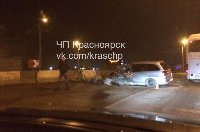 ВКрасноярске нетрезвый шофёр иномарки влетел вбетонную плиту