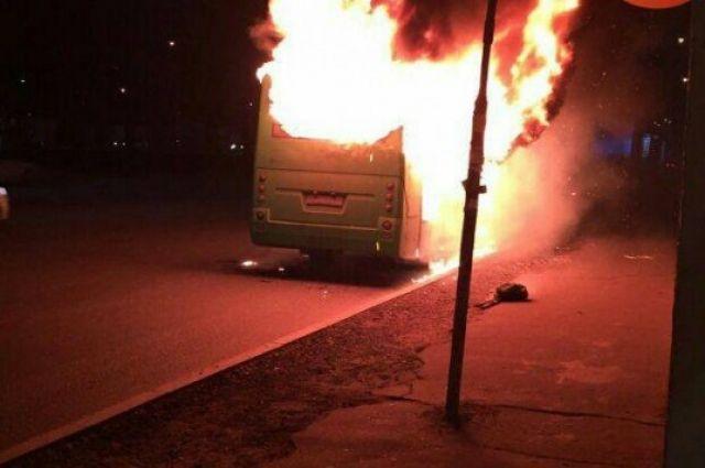ВКиеве наОкружной дороге сгорела маршрутка