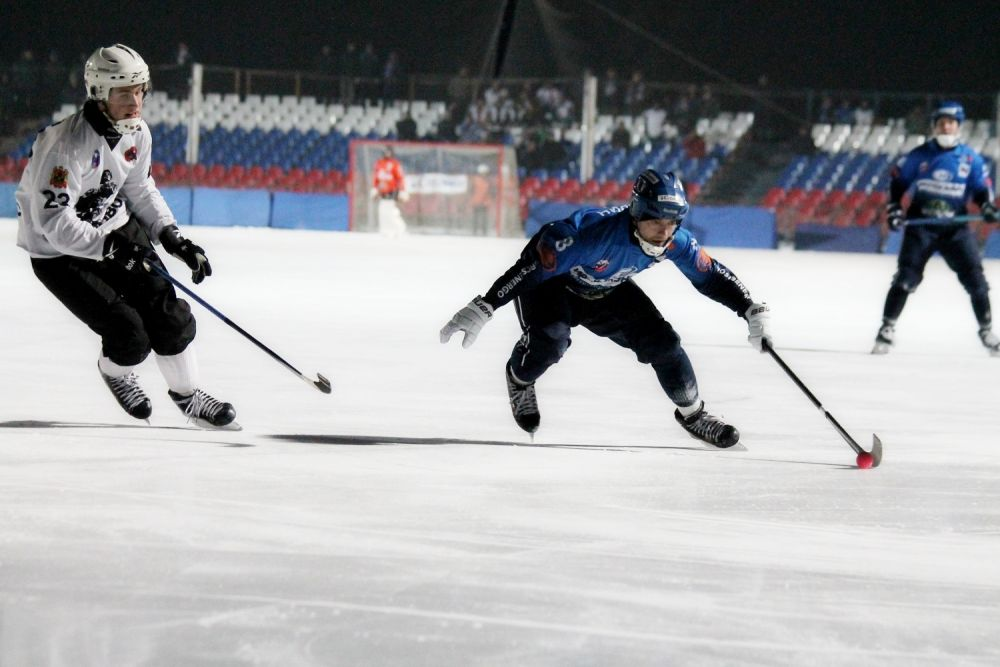 Встреча между ХК «Байкал-Энергия» и «Кузбассом» в ходе первого тайма складывалась почти на равных, однако преимуществом владели наши игроки.