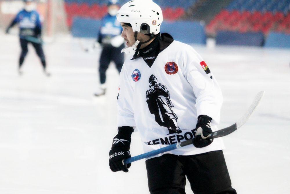 В составе гостей играл экс-хоккеист иркутской команды Василий Жаукенов.