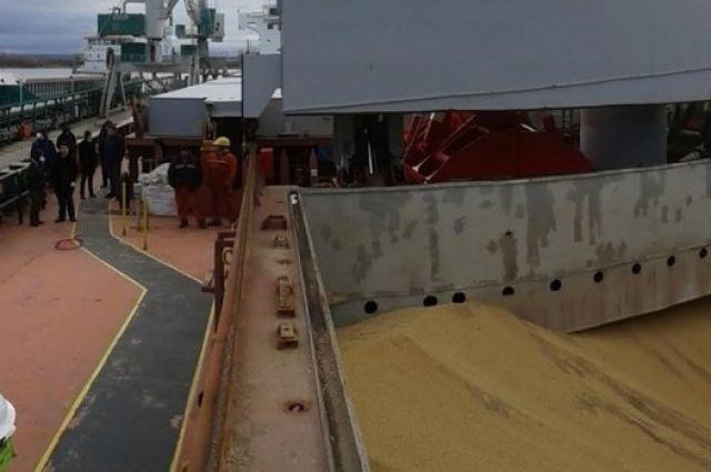 В российском порту на судне из Нигерии обнаружены два мертвых мужчины.