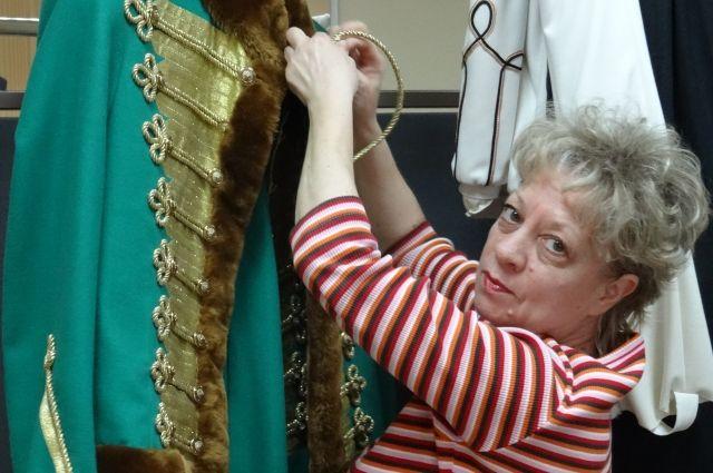 Исторические костюмы, считает Елена Мездрина, наиболее сложны в исполнении.