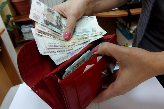 Доход педагогов снизился на 2-5 тысяч рублей.