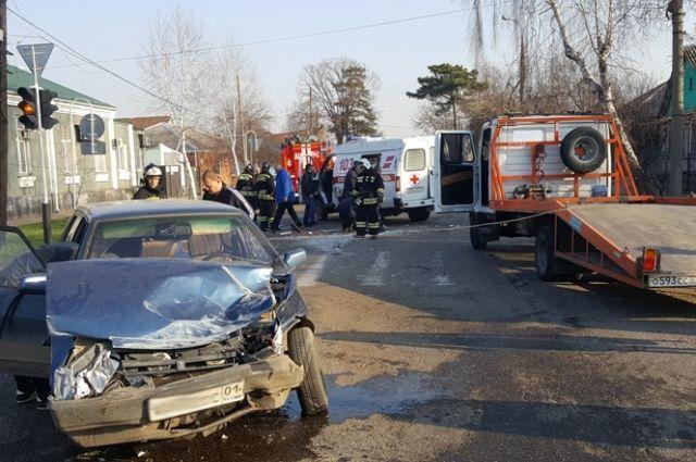 Машина скорой помощи угодила в трагедию вМайкопе