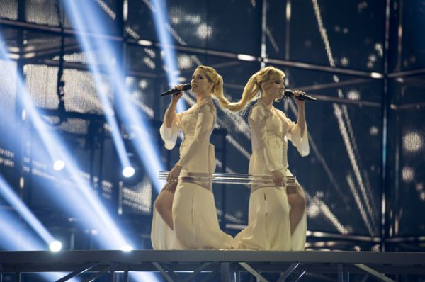 В 2014 году сёстры-близнецы Толмачёвы с песней «Shine» («Сияй») смогли занять седьмое место.