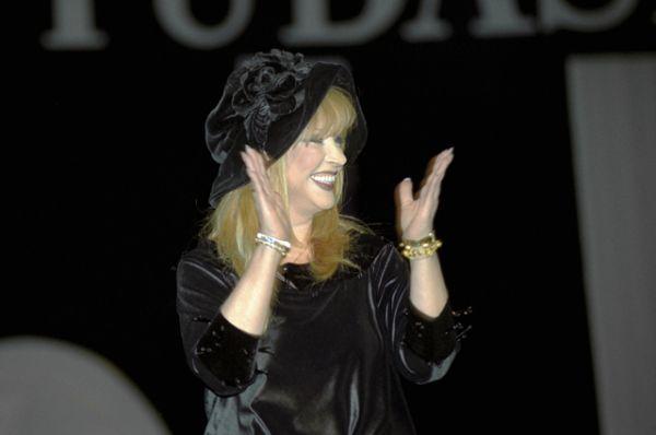 В 1997 году страну представляла Алла Пугачева. Исполнив  песню «Примадонна», она заняла 15 место.