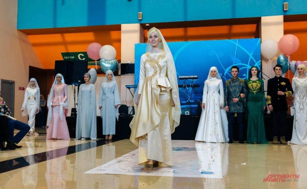 Платье, как правило, декорируется вышивкой.