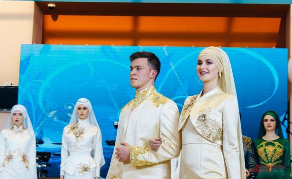 Наряды жениха и невесты для никаха должны гармонировать между собой.