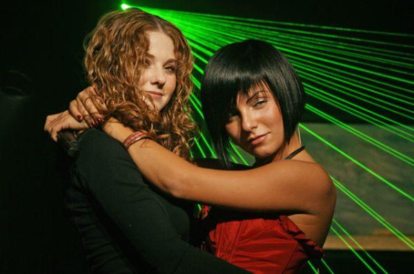 В 2003 году в конкурсе участвовала популярная как в России, так и за рубежом группа «t.A.T.u.». Девушки исполнили песню «Не верь, не бойся, не проси» и заняли 3 место.