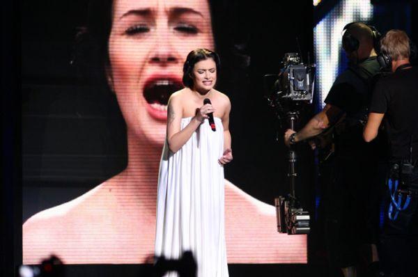 В 2009 году Россию на конкурсе представляла выпускница «Фабрики звезд» Анастасия Приходько с песней «Мамо» на русском и украинском языках. В итоге певица оказалась на 11 месте.