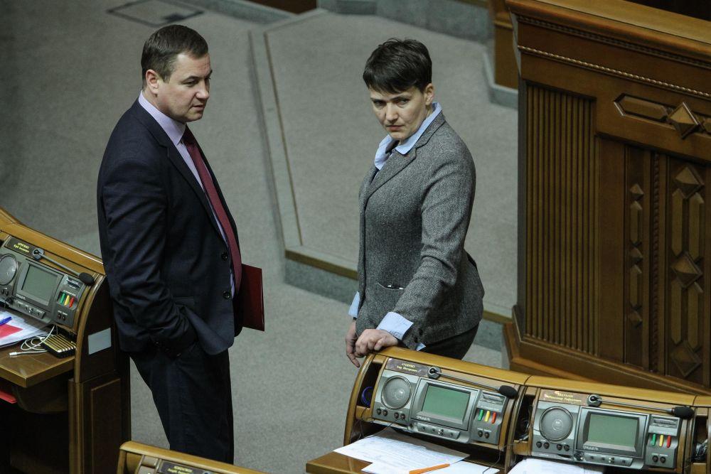 Можно предположить, что в мужском стиле Савченко чувствует себя комфортней всего