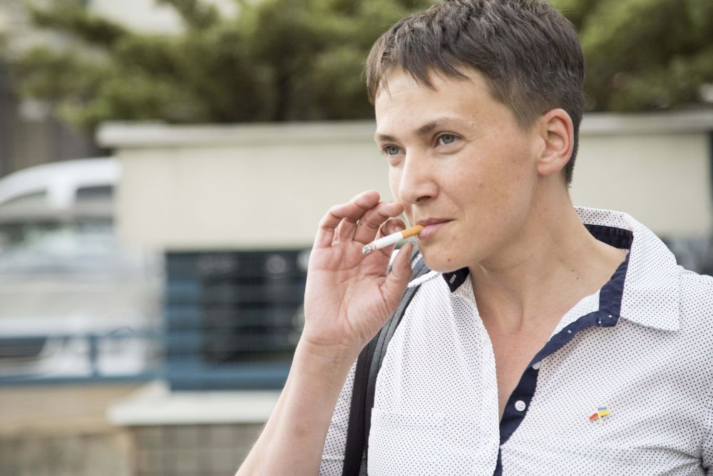 Сигарета дополняет дерзкий образ депутата