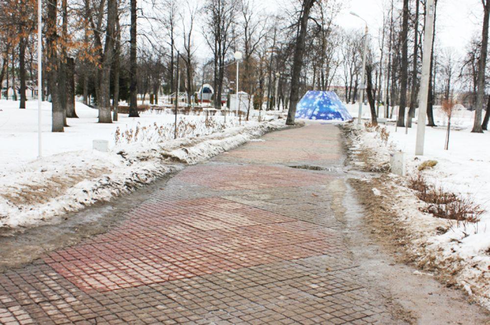 Вход в популярный у туристов Городской сад
