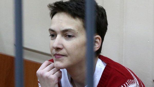 Во времена заключения в российской тюрьме, на Савченко обычно была красная кофта, которую чаще всего сменяла украинская вышиванка