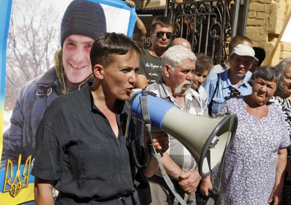 На одном из митингов в Киеве Савченко снова появилась в совершенно мужском образе