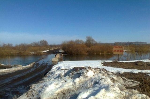 Из-за паводка вСтарожиловском районе подтопило мост