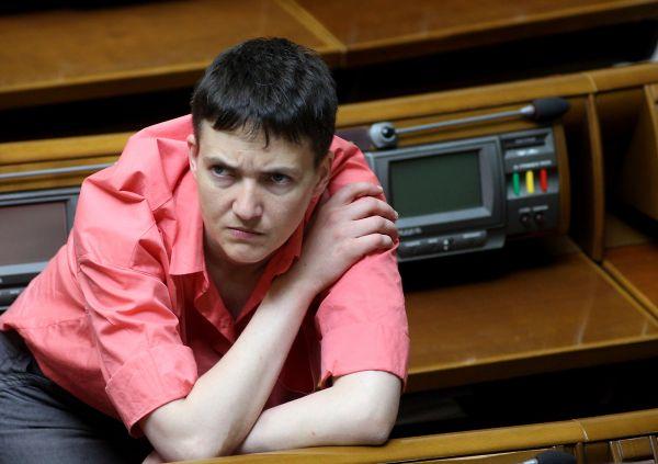 Одежду яркой цветовой гаммы на Савченко можно увидеть очень редко, однако, она ей очень к лицу