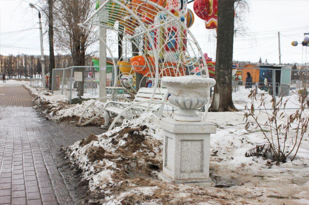 Скамейки в Городском саду.