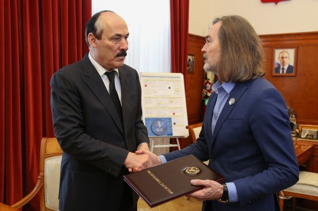 Никас Сафронов удостоен звания «Народный художник Республики Дагестан»