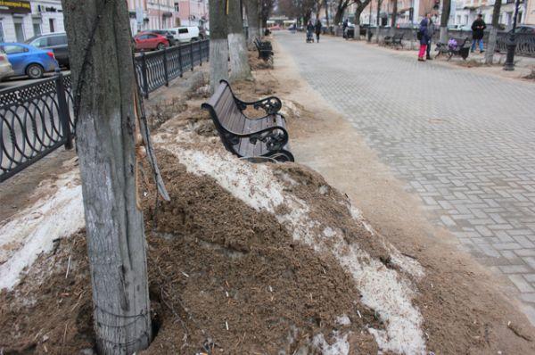 Бульвар Радищева - популярное у туристов место. Здесь расположен памятник Михаилу Кругу.