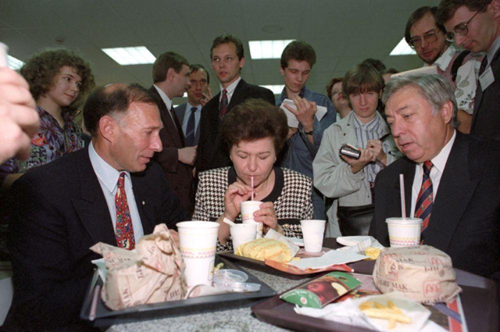 1993 год. Открытие третьего в Москве ресторана «Макдоналдс» на Арбате.
