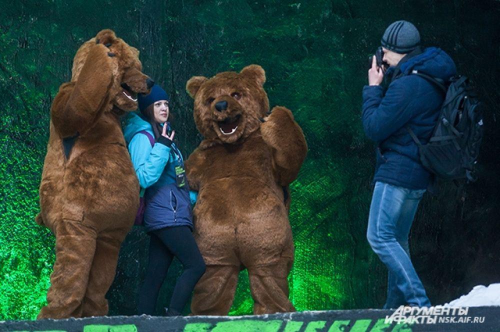 Болельшики пришли поддержать сноубордистов и сфотографироваться с медведями