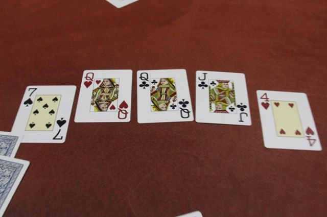 Тюменец устроил у себя в квартире нелегальный притон для игры в покер