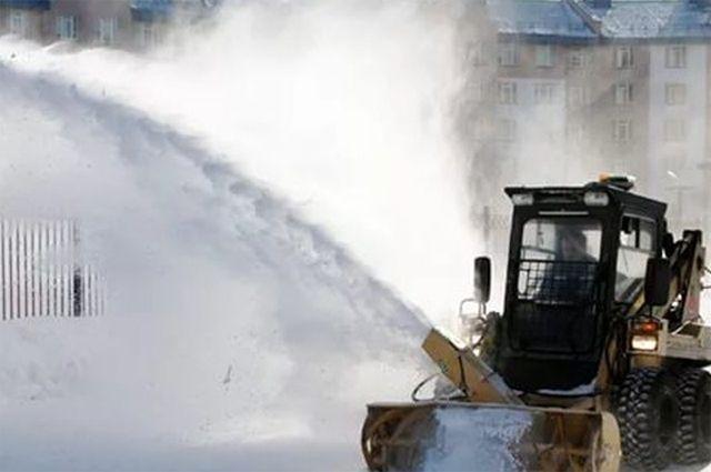 В Новом Уренгое дорожники активизировали очистку города от снега