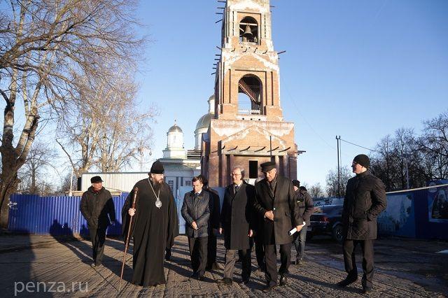 Губернатор поставил задачу в течение 2017 года завершить основные отделочные работы на объекте, чтобы весной 2018-го приступить к благоустройству территории Спасского собора.