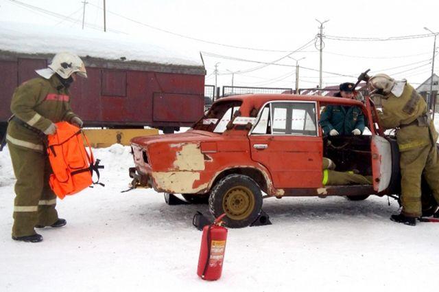 В Лабытнанги спасатели оказали помощь условным пострадавшим в ДТП