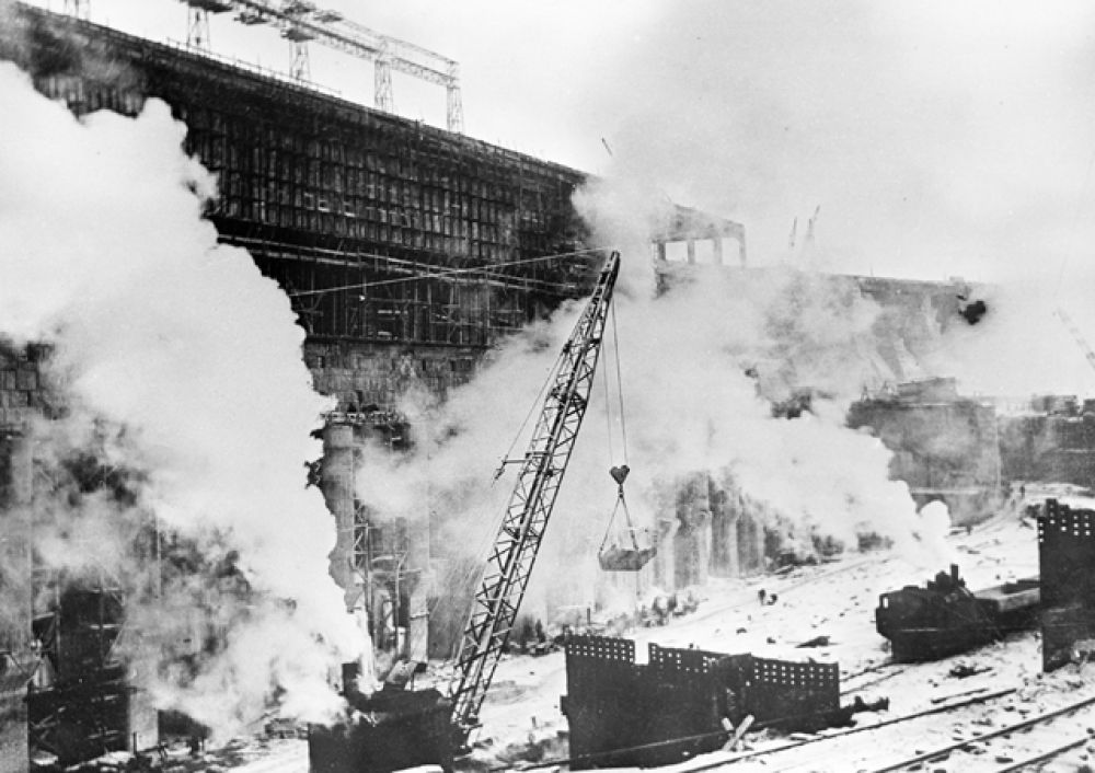 Строительство Днепровской гидроэлектростанции, 1931 год.