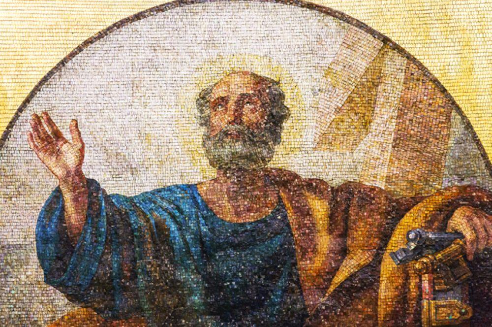 При создании панно мастера использовали более 12 тысяч оттенков смальты, фоны набирались из золотой смальты (канторели). Мозаичные картины собора экспонировались на лондонской Всемирной выставке 1862 года, где получили высокую оценку. На фото: мозаика с изображением апостола Петра.