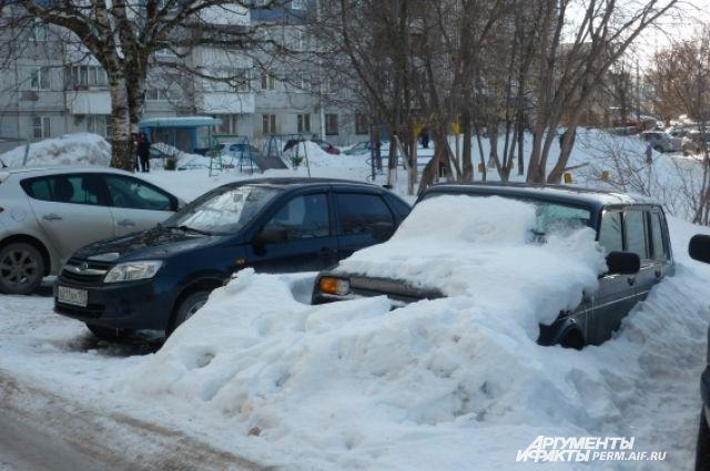 Такую снежную картину можно увидеть во многих пермских дворах.
