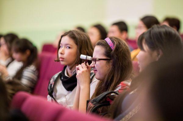 Даже школьники с интересом участвовали в обсуждениях.