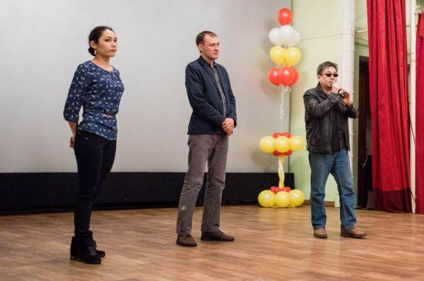 Режиссер (справа) и исполнители ролей ответили на вопросы своих зрителей.