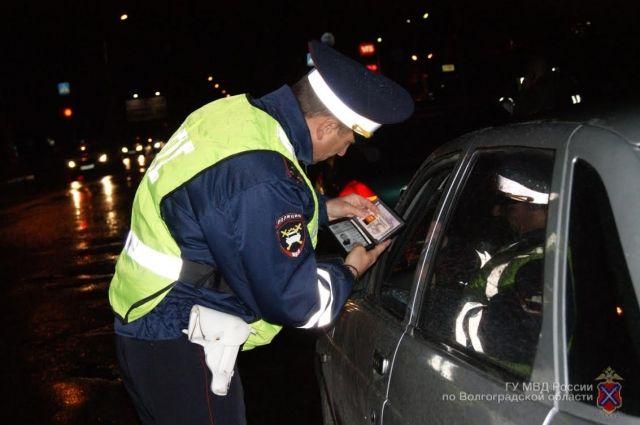 В Губкинском водитель пытался дать взятку сотрудникам ДПС