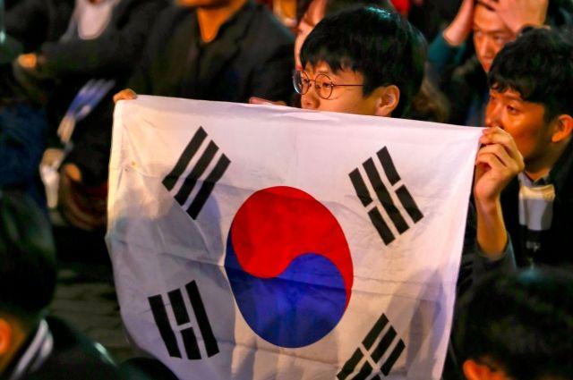 Южнокорейские законодатели критикуют экс-президента