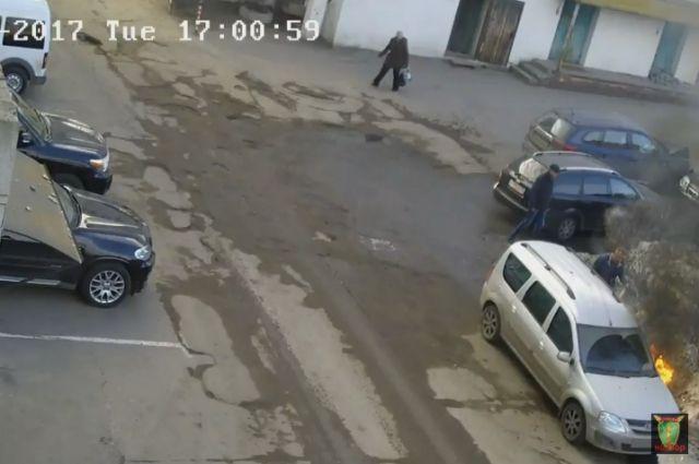 ВВоронеже двое неизвестных подожгли авто дорожного активиста