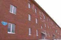В новых «аварийных» домах установили контрольные маячки, которые ежедневно мониторят.