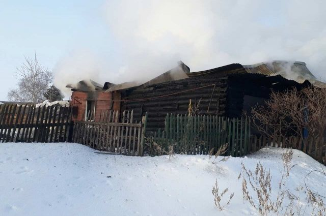 В Курманаевском районе на пожаре погибла пожилая супружеская пара