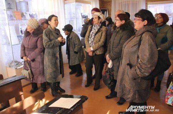 На самую первую экскурсию по новому музею пришли самые преданные поклонники творчества главного сибирского классика.