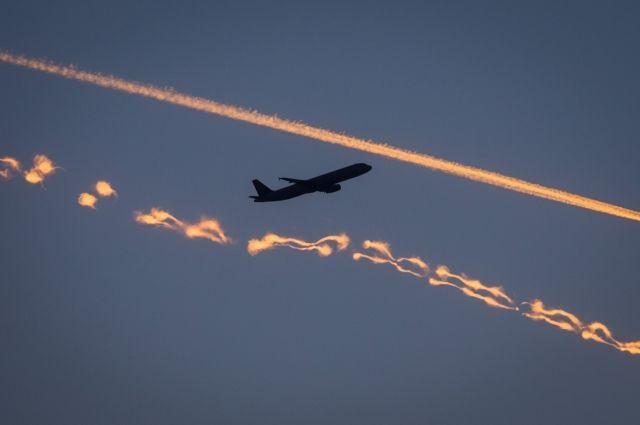 Упассажирки самолета вполете взорвались наголове наушники