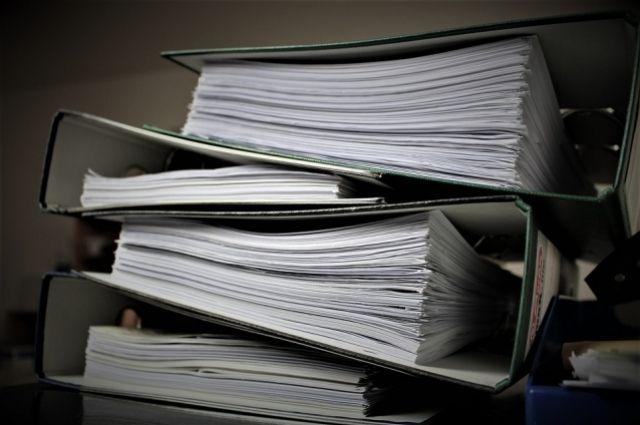 Пристава проверяют из-за выброшенных насвалку документов