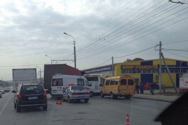 ВВолгограде фура протаранила автобус «Питеравто»
