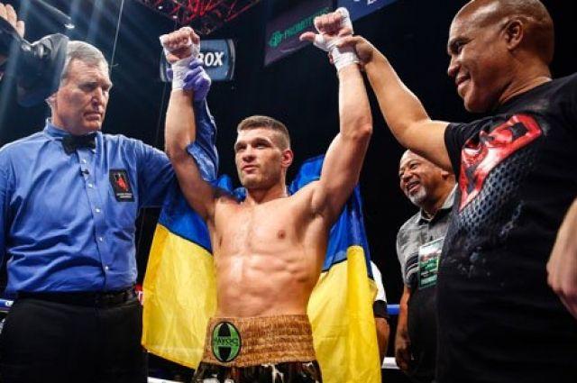 Украинский боксер Деревянченко одержал десятую подряд победу наамериканском профи-ринге