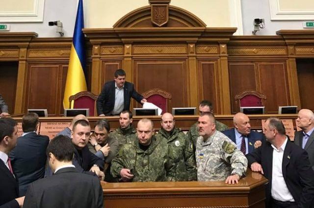 Совещание  Рады закрыли после прихода подравшихся сдепутатом полицейских