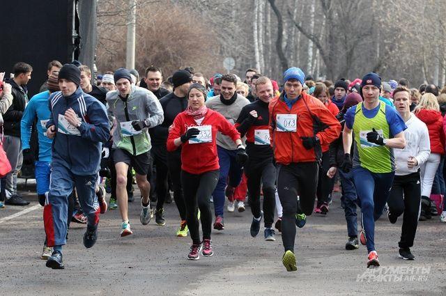 Поддержать марафонца собралась молодёжь Владимира.