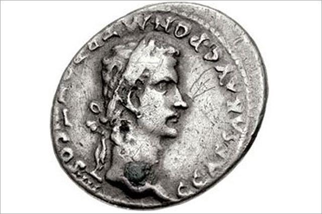 Изображение Калигулы на монете.