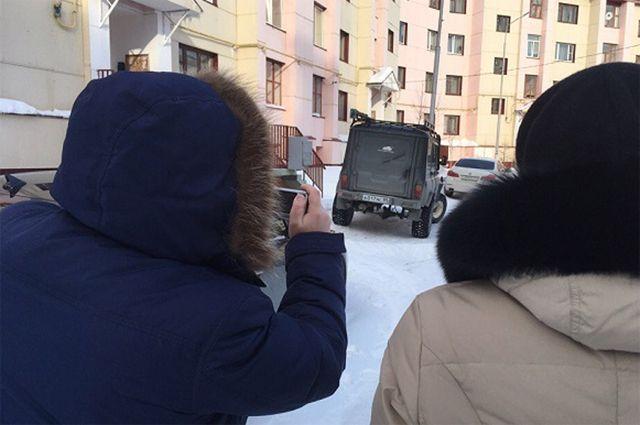 Инспекторы проверяют, как коммунальщики чистят жилые кварталы