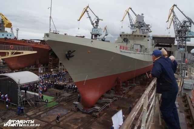 На заводе в Калининграде произошел пожар на строящемся судне.